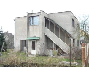 Pro tento rodinný dům byla navržena komplexní úsporná opatření. Výsledkem bude úspora energie na vytápění více než 80 %.