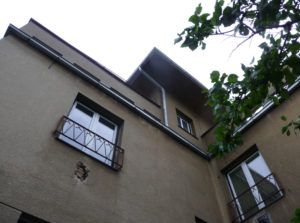Pohled na dům, který bude zateplen, ze zadní strany.