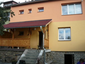 Příklad domu, na kterém byly již stavební práce dokončeny.