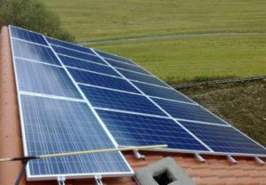 Fotovoltaiská elektrárna na střeše rodinného domu v Písku